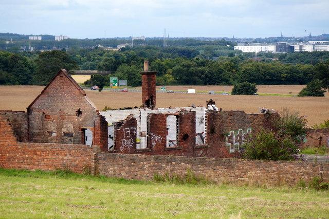 Ruined building between Whitecraig and Wallyford