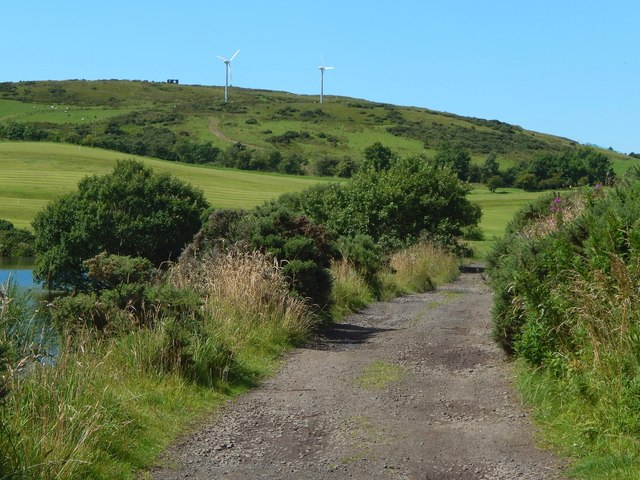 Whinhill Reservoir: path on northern side