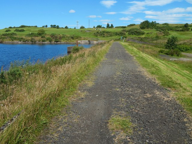 Whinhill Reservoir: path on the embankment