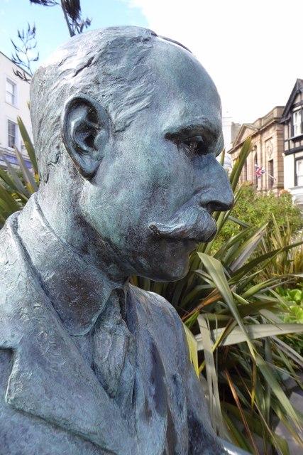Close up of Elgar statue