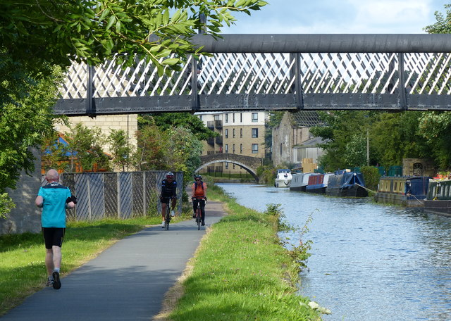 Leeds and Liverpool Canal at Shipley