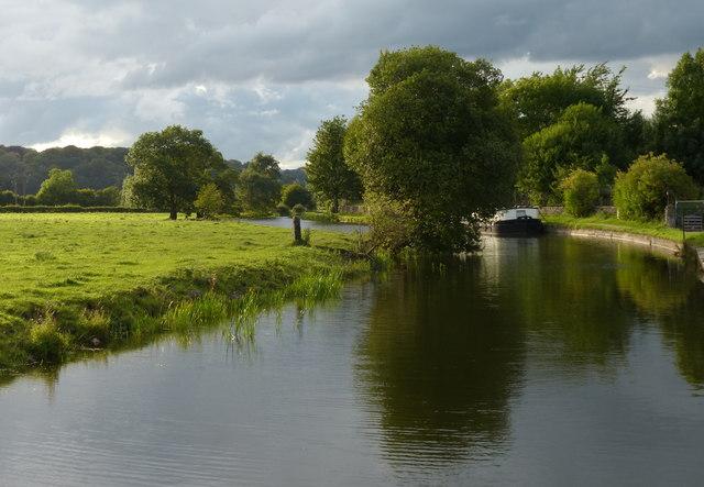 Leeds and Liverpool Canal near Calverley