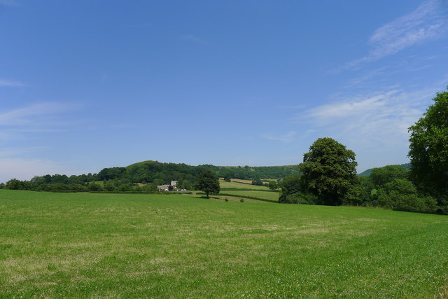 On the Cotswold Way, looking towards houses at Farfield