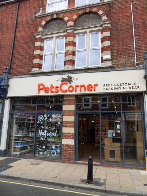 New frontage for the pet shop in Chapel Street