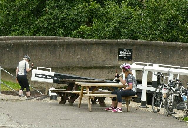 Cyclists at Gallows Lock