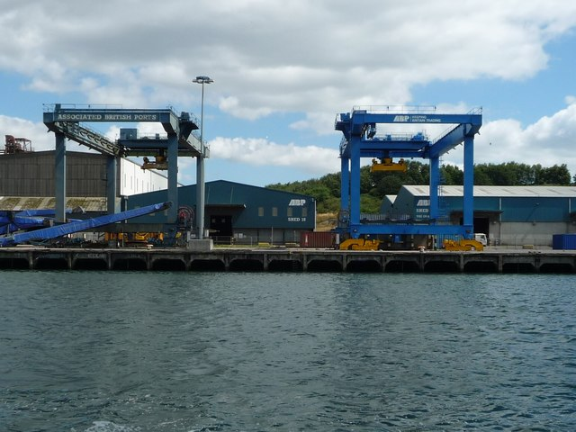 Container cranes and Shed 18, Ipswich