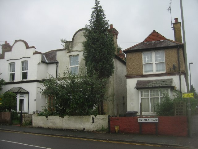 Houses in Agraria Road
