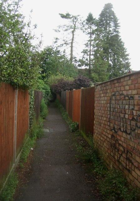 Passage behind Kennet Way