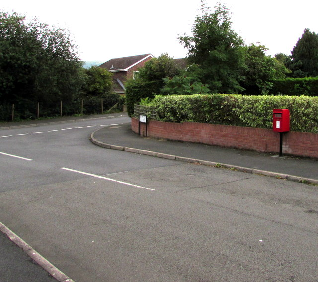 Queen Elizabeth II postbox, Poplars Close, Mardy