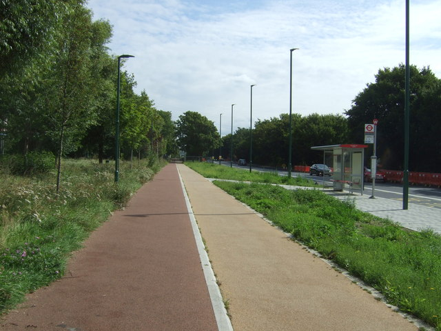 Dual use path beside Lea Bridge Road, London E5