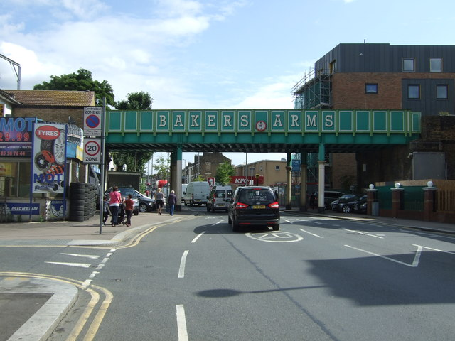 Railway bridge over Lea Bridge Road (A104)