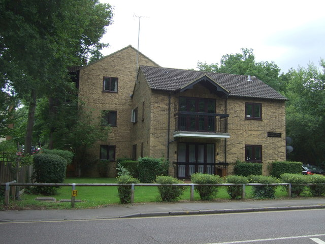 Flats off Epping New Road (A104)