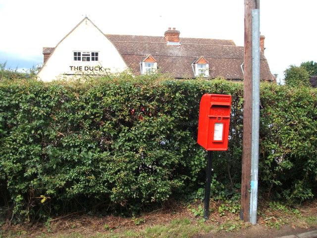 Elizabeth II postbox, Newney Green