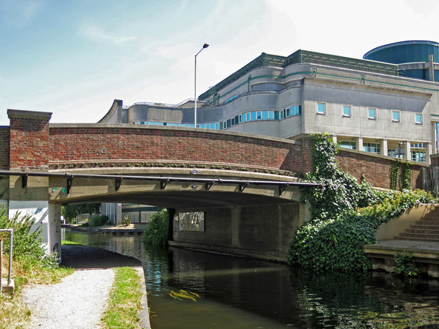 The Oxford Road bridge (no.185) over the Grand Union Canal