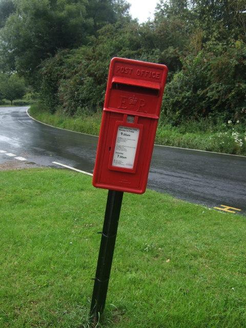 Elizabeth II postbox, Fyfield