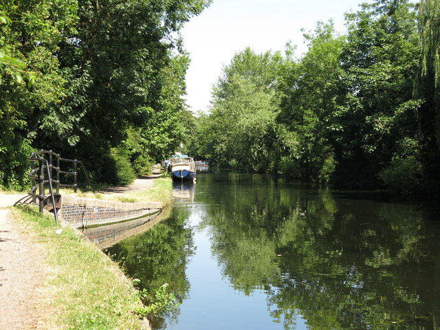 The Grand Union Canal south of Riverside Way