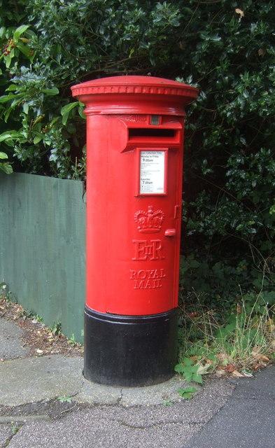 Elizabeth II postbox on Bury Lane, Epping