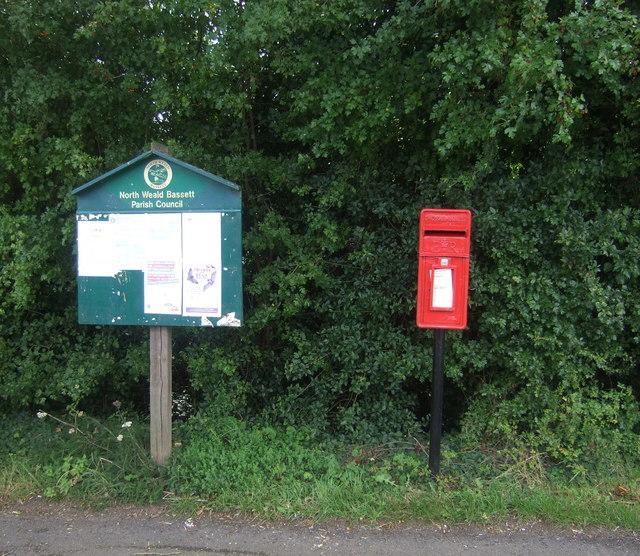 Elizabeth II postbox on Upland Road, Thornwood Common