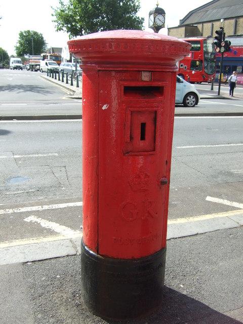 George V postbox on Lea Bridge Road, London E10