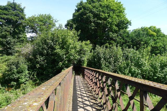 Cotswold Way footbridge over the 'Golden Valley' railway line
