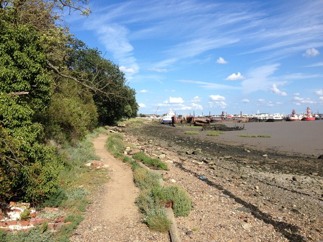 Saxon Shore Way along the River Medway