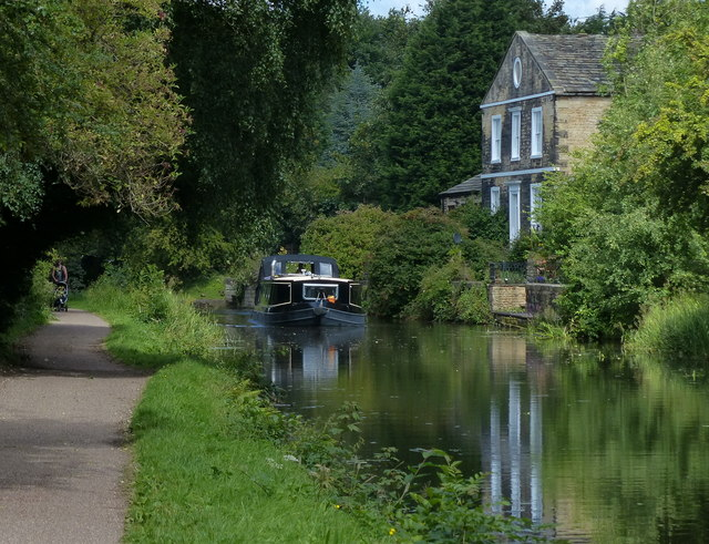 Leeds and Liverpool Canal at Whitecote
