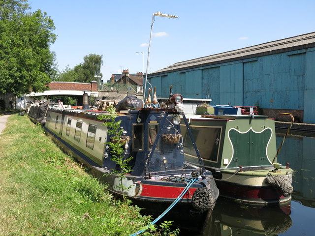 The Grand Union Canal south of the Rockingham Road bridge (no.186) (2)