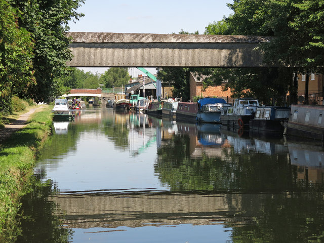 The Grand Union Canal north of Culvert Lane