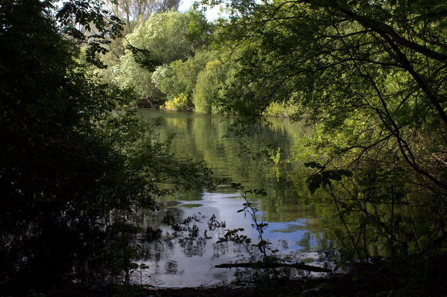 Lake near to Wraysbury from the footpath to Horton