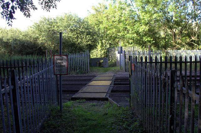 Level crossing on the Wraysbury to Horton path
