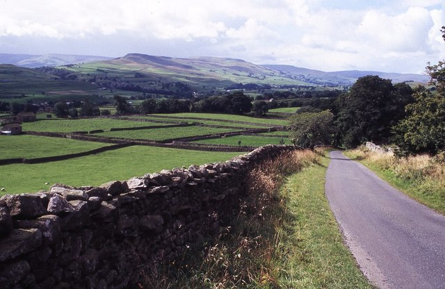 Country road above Askrigg