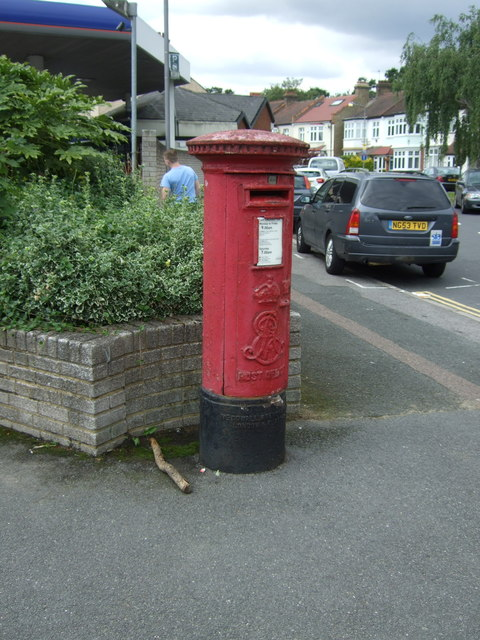 Edward VII postbox on Woodford New Road