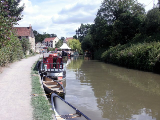Bradford on Avon canal side boats