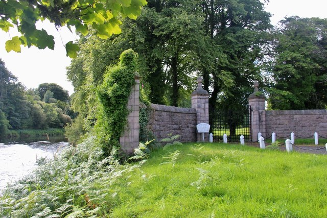 Entrance gates to Place of Tilliefoure