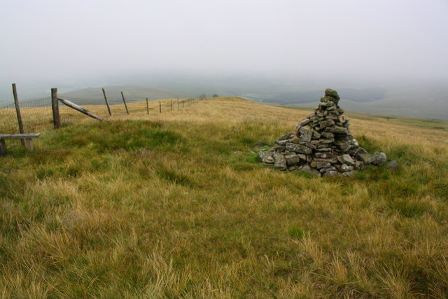 Cairn and fence on Swarth Fell Pike