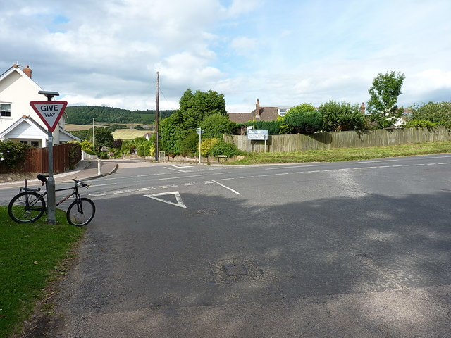 Crossroads on the way into Sidford
