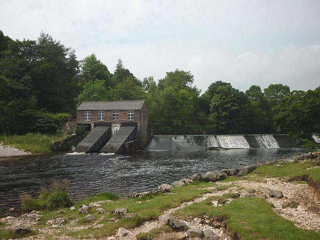 Weir and hydro scheme on the Wharfe