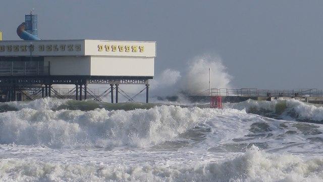 Sandown Pier battered by heavy seas