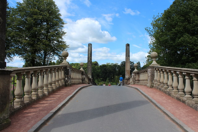 Avenue Bridge, Dumfries House