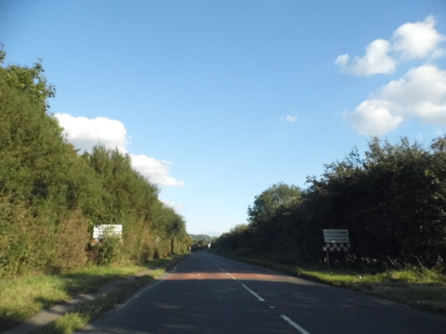 Entering Postcombe on the A40