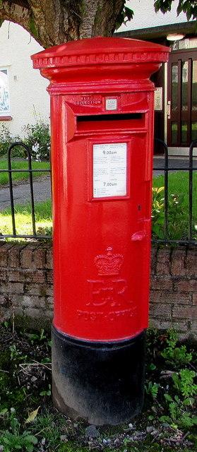 Queen Elizabeth II pillarbox detail, Westbourne Road, Whitchurch, Cardiff