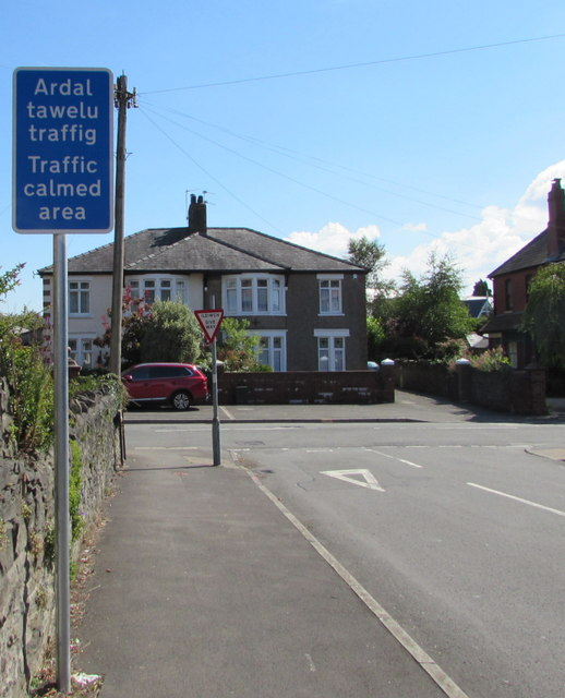 Two bilingual signs at the eastern end of Westbourne Road, Whitchurch, Cardiff