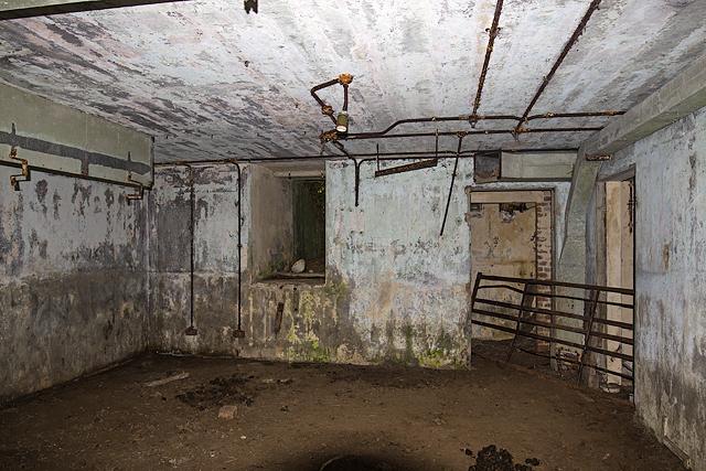 North Wales WWII defences: RAF Nefyn - Chain Home Radar Station - Sixth Bunker (16)