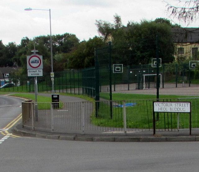 Victoria Street/Heol Buddug name sign, Cwmbran