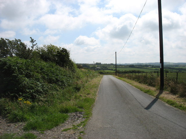 The lane to Llaneuddog and Brynrefail