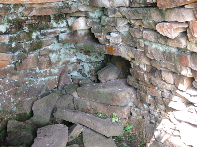 Lime kiln east of Clarty Lane - draw hole