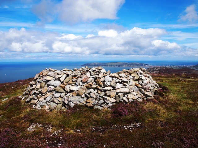 Shelter Cairn, Foel Lus