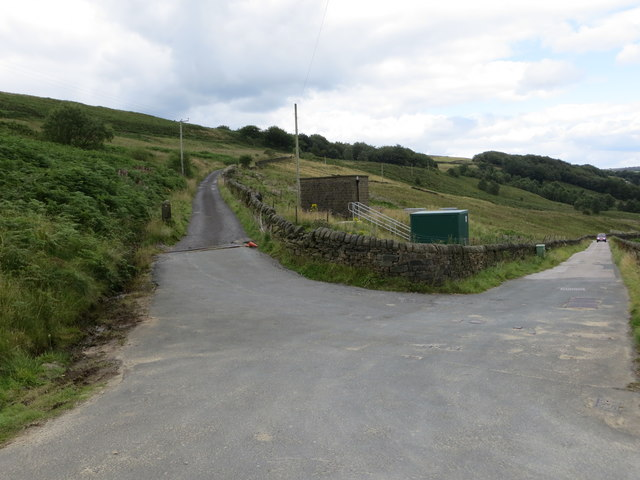 Withens Lane (left) leaving Rudd Lane (right) and heading for Stoney Bank
