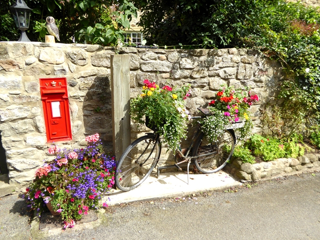 Outside Wellbank Cottage, Low Coniscliffe