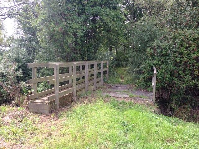 Footbridge over drainage ditch, near Chainhurst